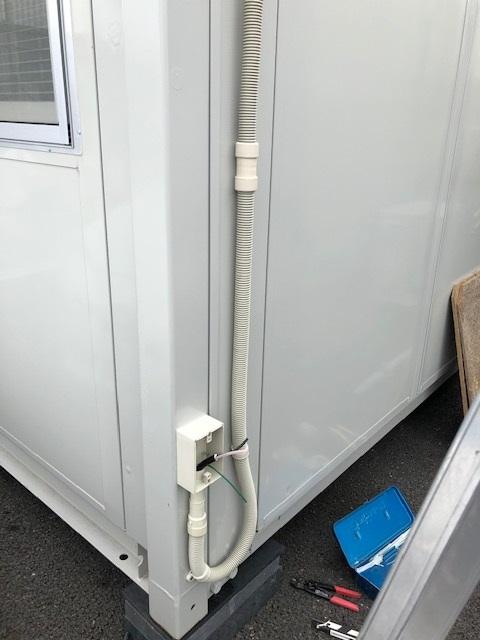 愛知県弥富市防水コンセント「自動販売機にお使いになる防水コンセントの取付工事を行いました。」電気工事店【株式会社さつき電気商会】