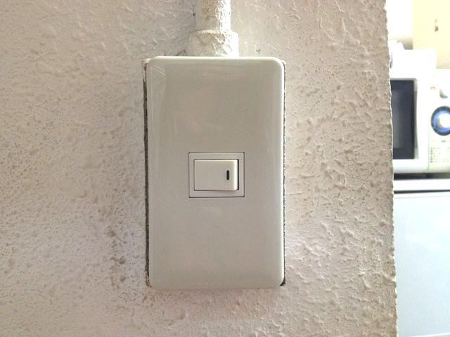 愛知県名古屋市西区照明スイッチ「割れてしまったスイッチプレートを取り替えました!」工事店【株式会社伊藤電氣工業】