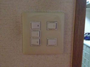 愛知県一宮市 電気工事店「スイッチのうち1つだけ不良でしたので、取替を致しました!」スイッチ取替工事【株式会社伊藤電氣工業】
