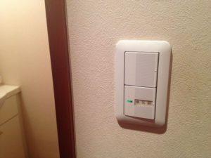 愛知県名古屋市北区 トイレ照明スイッチ取替工事店「電球が悪いのかと思っていたけどスイッチだったとは、直って良かったです。」【株式会社伊藤電氣工業】