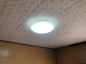 愛知県名古屋市港区 戸建住宅 照明器具工事店「古い引っ掛けシーリングに無理やり新しいシーリングライトを取り付けようとしたら、壊れてしまったので直してほしい。」引っ掛けシーリング取付工事【株式会社さつき電気商会】